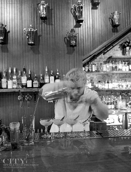A bartender at Berry & Rye omaha