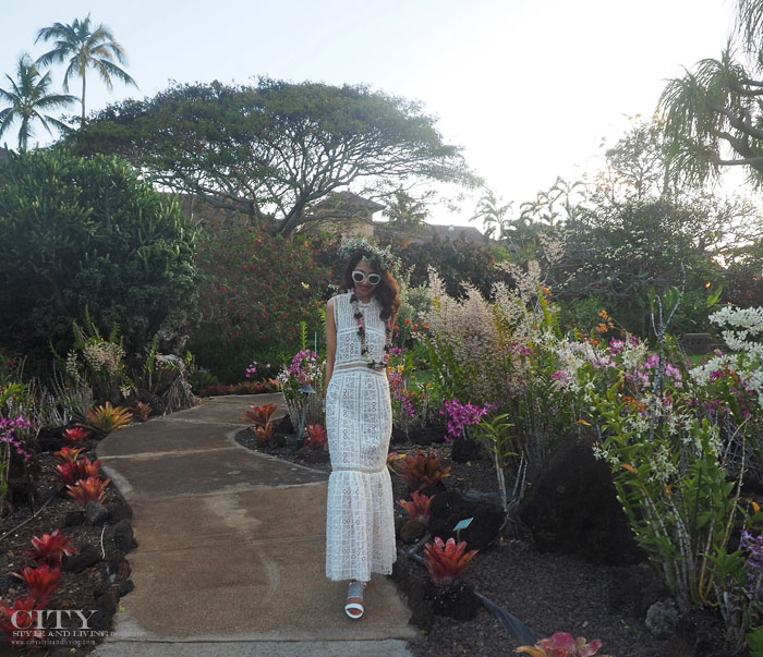 City style and living magazine style fashion blogger Kauai Rebecca taylor lace dress walking