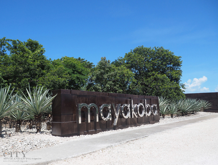 City style and living magazine style fashion blogger Riviera maya banyan tree mayakoba sign
