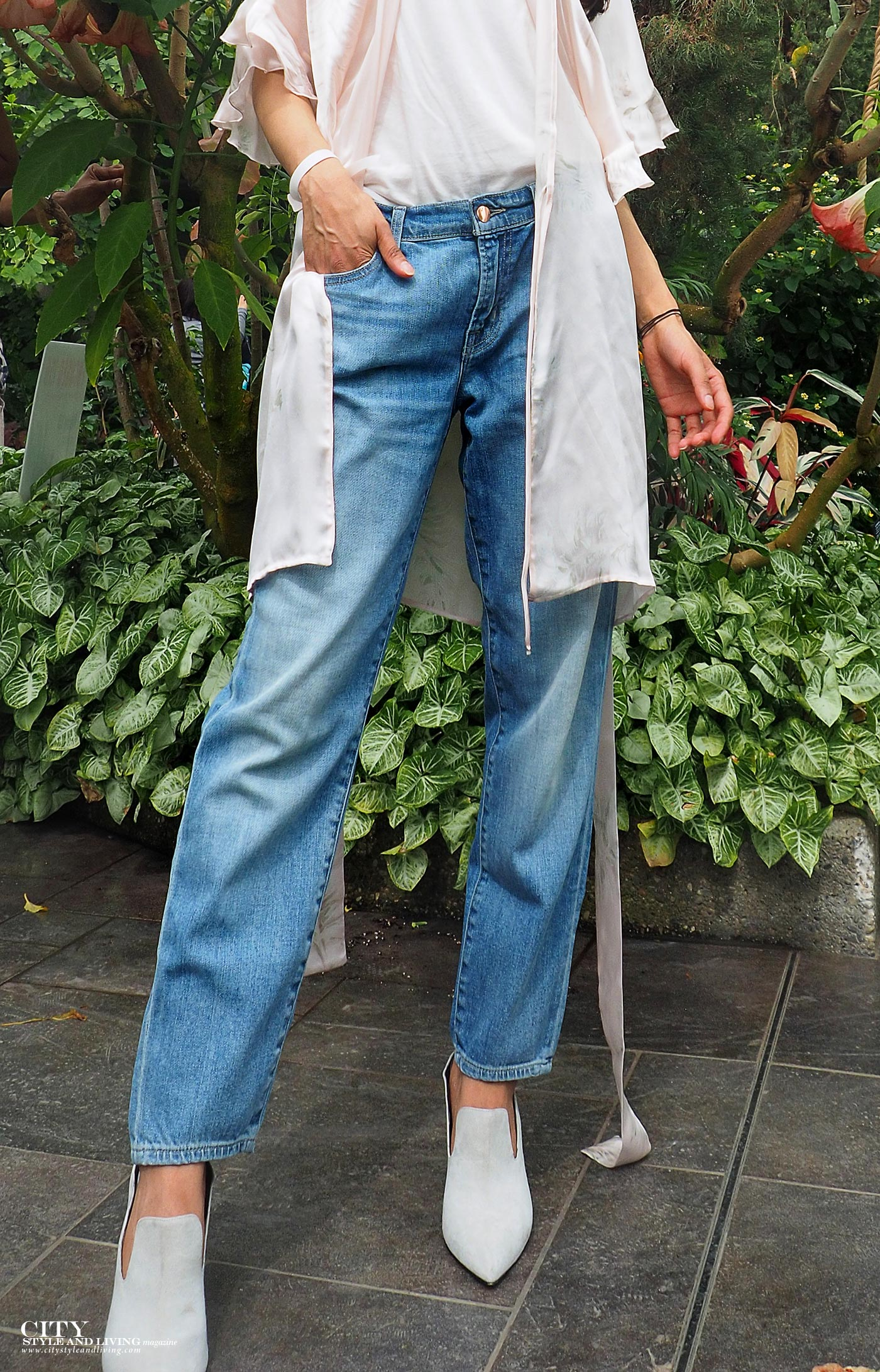 City style and living magazine The Editors Notebook style fashion blogger Shivana Maharaj Calgary zoo mom jeans and silk robe