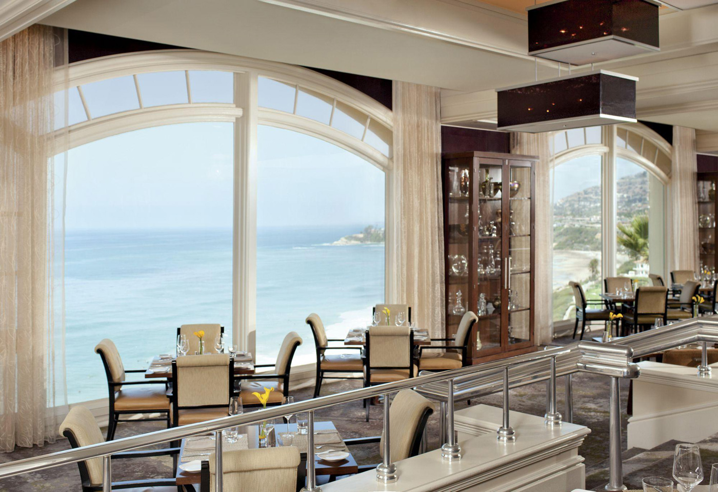 City Style and Living Magazine Summer 2019 Travel California seafood restaurants ritz carlton laguna beach raya restaurant interior